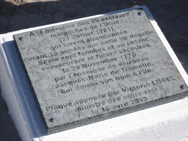 Plaque commémorative en hommage aux esclaves oubliés